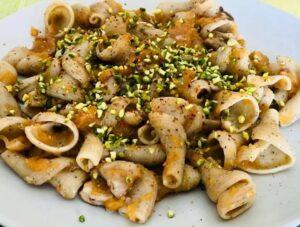 Girafine con pistacchio pancetta e maggiorana